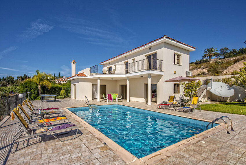 3 bedroom villa with private pool for rent long term Peyia_2