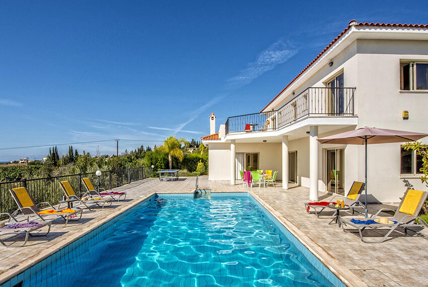 3 bedroom villa with private pool for rent long term Peyia_4