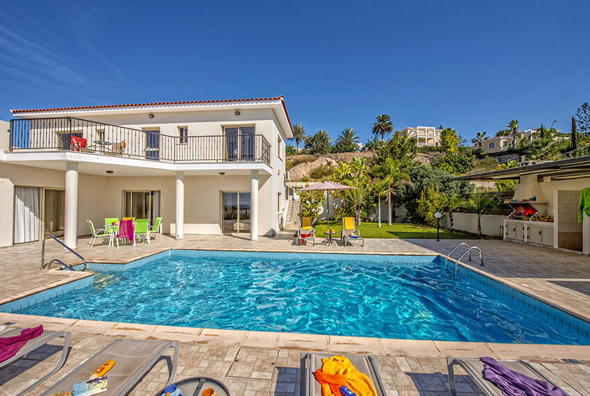 3 bedroom villa with private pool for rent long term Peyia_9