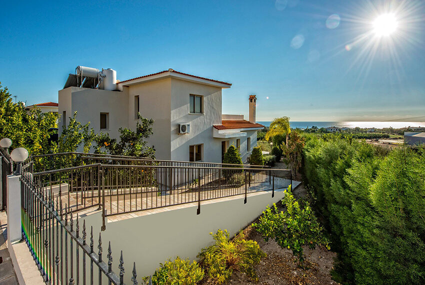 3 bedroom villa with private pool for rent long term Peyia_13