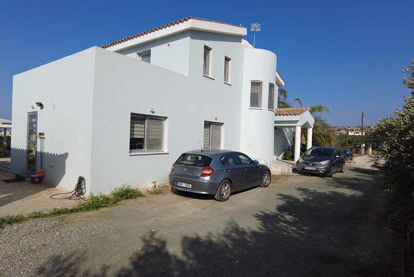 4 bedroom villa with private pool large plot of land in Lower Peyia