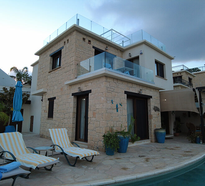 For rent lovely 4 bed villa with private pool & roof terrace Peyia